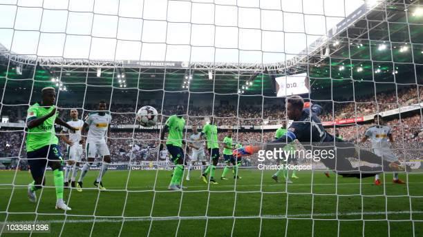 Matthias Ginter of Borussia Monchengladbach scores his team's first goal during the Bundesliga match between Borussia Moenchengladbach and FC Schalke...