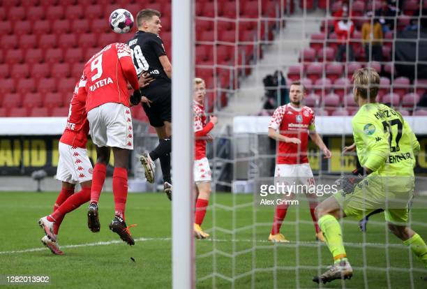 Matthias Ginter of Moenchengladbach scores his team's third goal during the Bundesliga match between 1 FSV Mainz 05 and Borussia Moenchengladbach at...