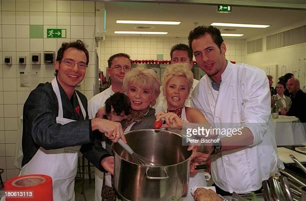 """Matthias Opdenhövel, Ingrid Steeger mit Dackel """"Adelaide"""", Gina Wild , Alexander Mazza, Prominente kochen für die """"Deutsche Aidshilfe""""- Aktion ;""""Für..."""