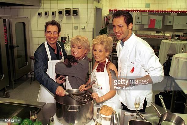 Matthias Opdenhövel Ingrid Steeger mit Dackel Adelaide Gina Wild Alexander Mazza Prominente kochen für die Deutsche Aidshilfe Aktion Für das Leben...