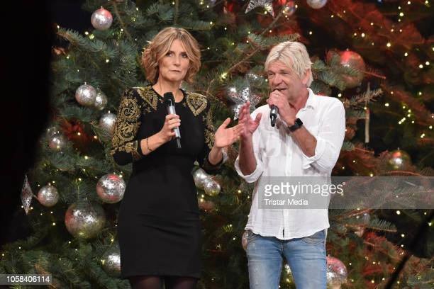 Matthias Reim and Kim Fisher during the taping of the MDR TV show 'Weihnachten bei uns' at Stadthalle on November 6, 2018 in Zwickau, Germany. The...