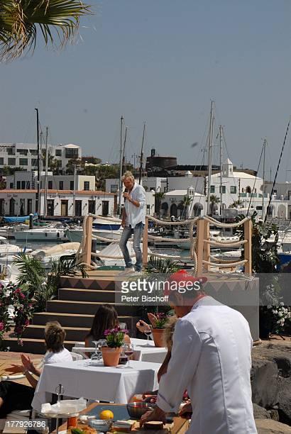 Matthias Reim davor Andreas CStuder ZDFShow Die Frühlingsshow Yachthafen Marina Rubic—n Terrasse Lanis Grill Playa Blanca Insel Lanzarote Kanarische...