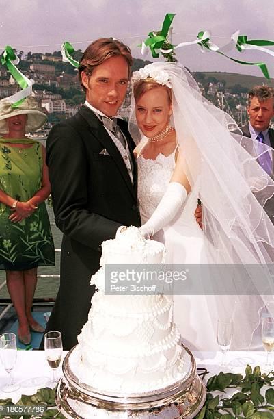 Matthias Schloo Floriane Daniel ZDFPilcherFilm Wind über dem Fluss Südengland/England/Großbritannien Hochzeit Hochzeitskleid Schleier Braut Bräutigam...