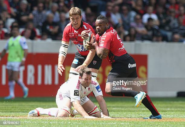 Matthieu Bastareaud of Toulon breaks with the ball during the Top 14 match between Toulon and Stade Francais at the Allianz Riviera Stadium on May 3...