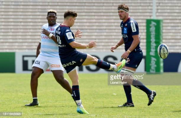 Matthieu Jalibert of Bordeaux-Begles wins the game with a drop goal during the Heineken Champions Cup - Quarter Final match between Bordeaux-Begles...