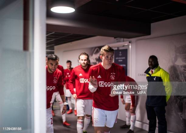 Matthijs de Ligt of Amsterdam and his team prepare themselves for the warmup in the players tunnel prior to the UEFA Champions League Round of 16...
