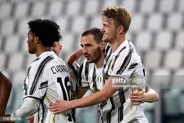 Matthijs de Ligt of Juventus celebrates 3-1 with Juan Cuadrado of Juventus, Leonardo Bonucci of Juventus during the Italian Serie A match between...