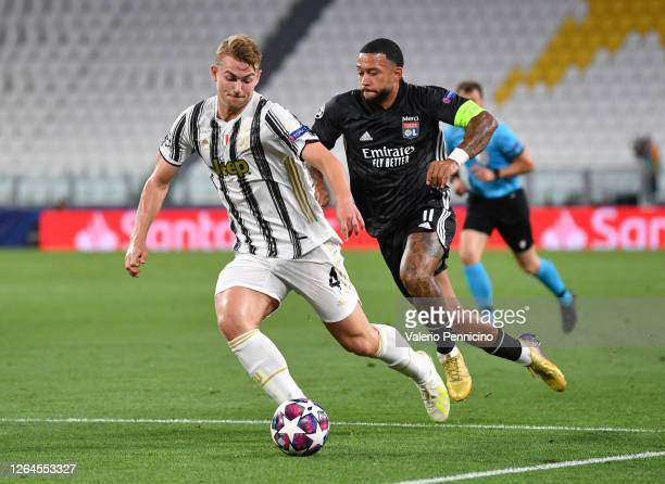 Matthijs De Ligt of Juventus is challenged by Memphis Depay of Olympique Lyon during the UEFA Champions League round of 16 second leg match between...
