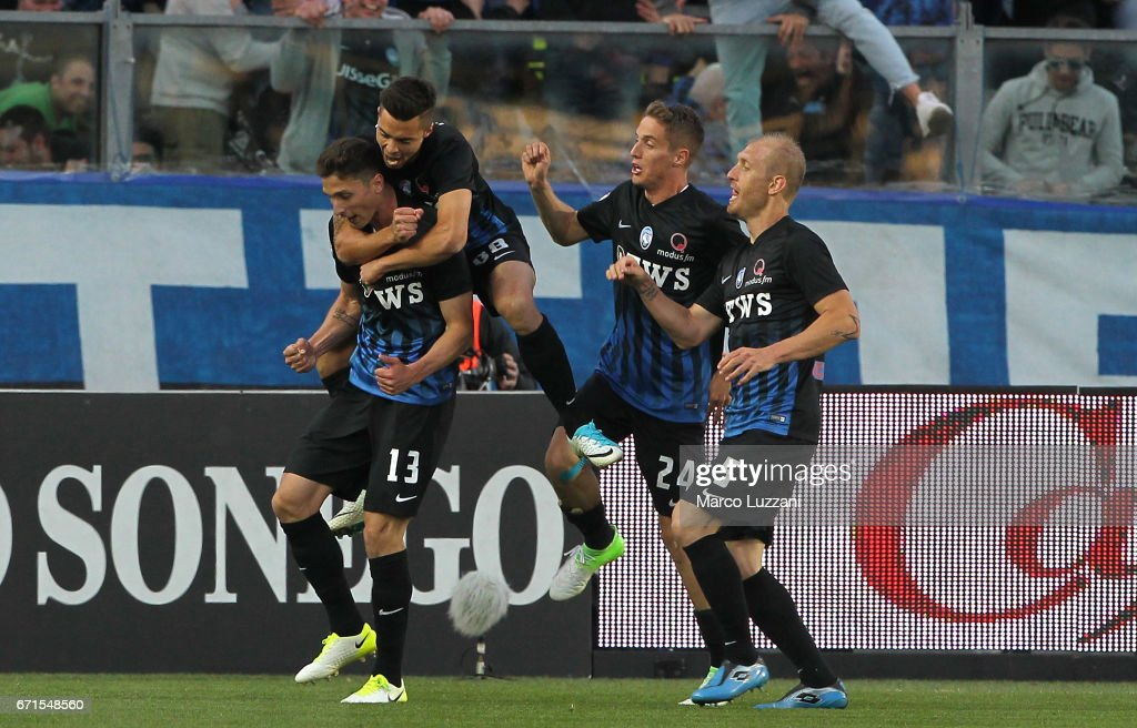Mattia Caldara #13 of Atalanta BC celebrates his goal with his team-mates during the Serie A match between Atalanta BC and Bologna FC at Stadio Atleti Azzurri d'Italia on April 22, 2017 in Bergamo, Italy.
