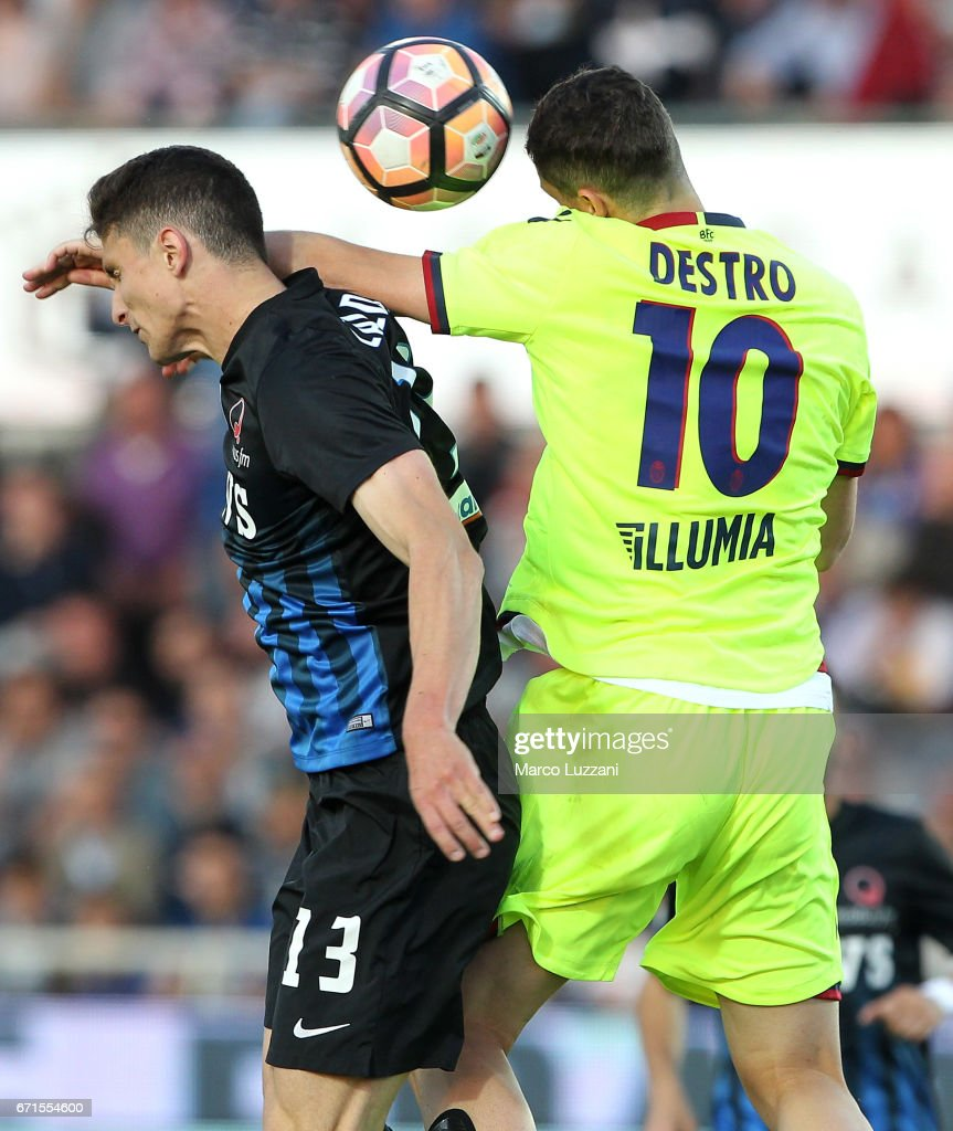 Mattia Caldara of Atalanta BC competes for the ball with Mattia Destro of Bologna FC during the Serie A match between Atalanta BC and Bologna FC at Stadio Atleti Azzurri d'Italia on April 22, 2017 in Bergamo, Italy.