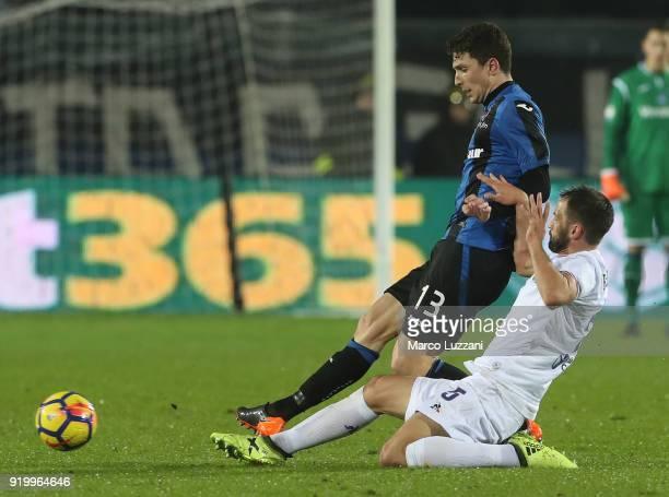 Mattia Caldara of Atalanta BC competes for the ball with Milan Badelj of ACF Fiorentina during the serie A match between Atalanta BC and ACF...