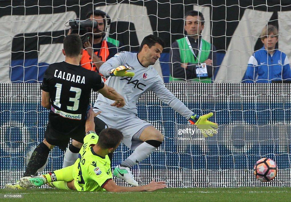 Mattia Caldara #13 of Atalanta BC scores his goal during the Serie A match between Atalanta BC and Bologna FC at Stadio Atleti Azzurri d'Italia on April 22, 2017 in Bergamo, Italy.