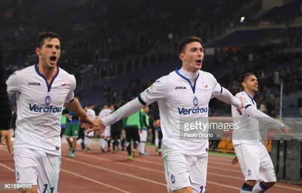 Mattia Caldara with his teammates of Atalanta BC celebrates the victory after the serie A match between AS Roma and Atalanta BC at Stadio Olimpico on...