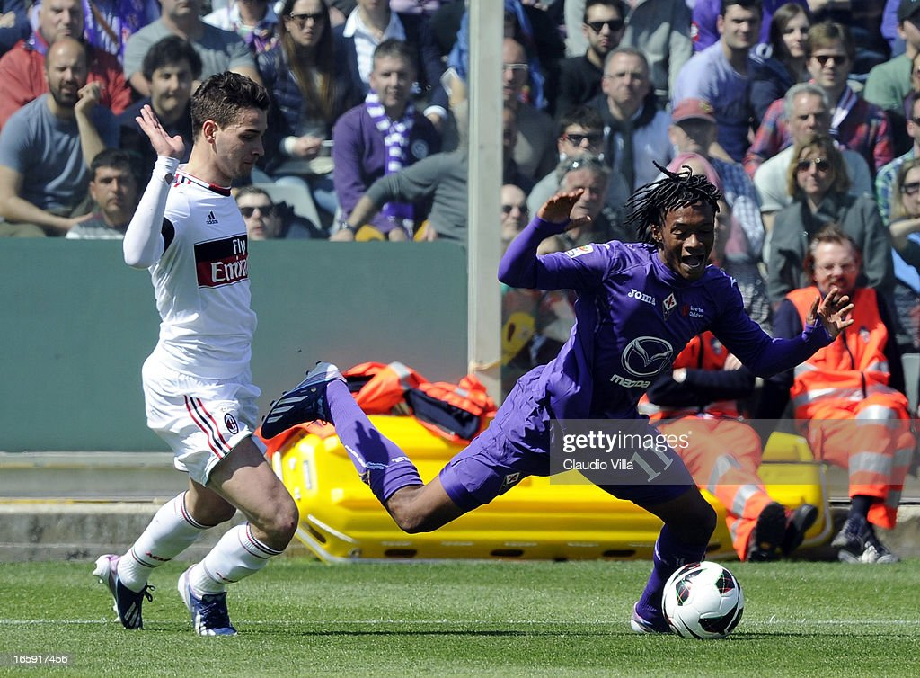 Mattia De Sciglio of AC Milan (L) and Juan Guillermo Cuadrado of ACF Fiorentina compete for the ball during the Serie A match between ACF Fiorentina and AC Milan at Stadio Artemio Franchi on April 7, 2013 in Florence, Italy.