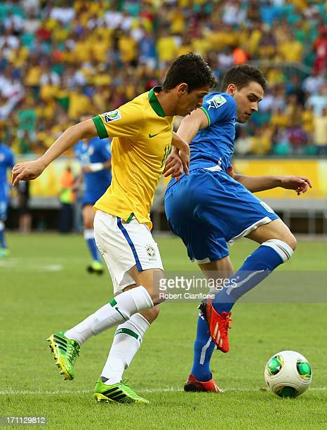 Mattia De Sciglio of Italy competes with Oscar of Brazil during the FIFA Confederations Cup Brazil 2013 Group A match between Italy and Brazil at...