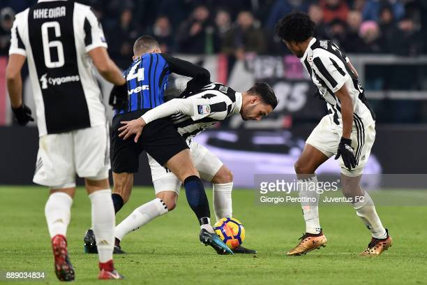 Mattia De Sciglio of Juventus competes for the ball with Ivan Perisic of FC Internazionale during the Serie A match between Juventus and FC...