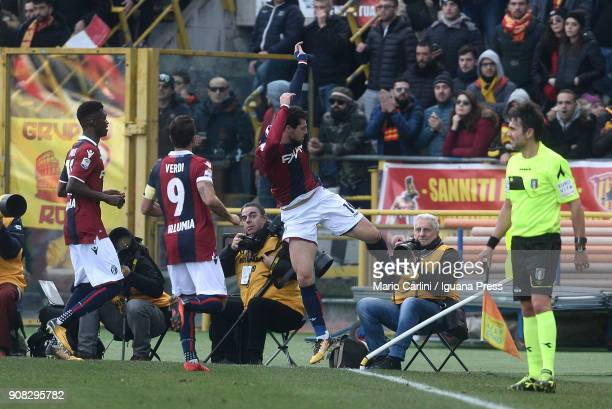 Mattia Destro of Bologna FC celebrates after scoring the opening goal during the serie A match between Bologna FC and Benevento Calcio at Stadio...