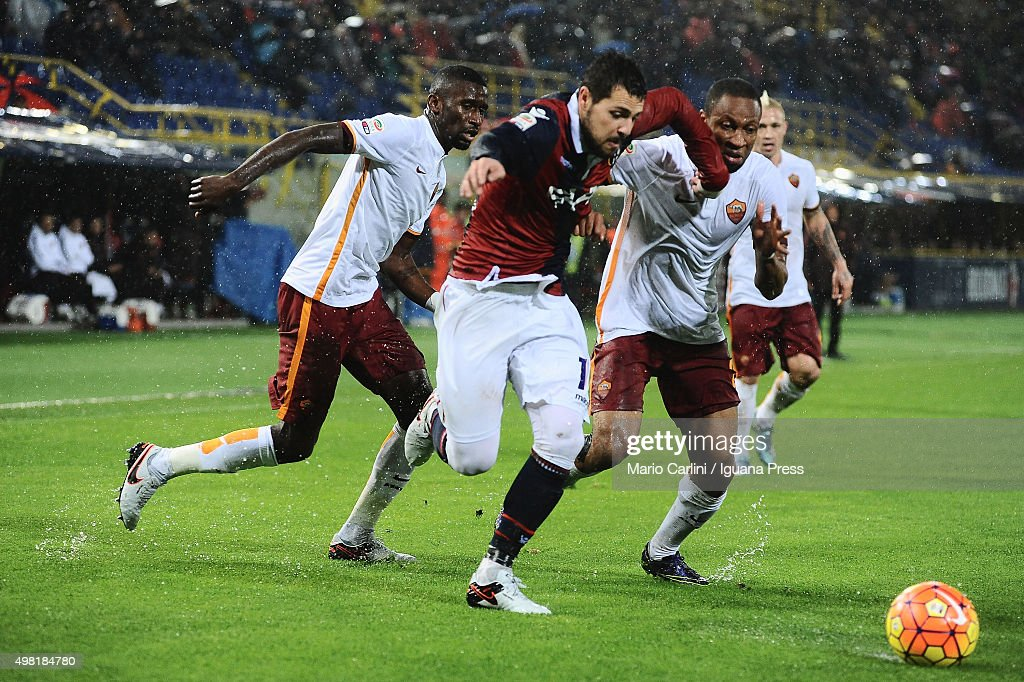 Mattia Destro # 10 of Bologna FC in action during the Serie A match between Bologna FC and AS Roma at Stadio Renato Dall'Ara on November 21, 2015 in Bologna, Italy.