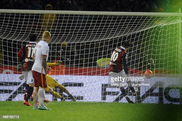 Mattia Destro of Bologna FC scores his team's second goal from the penalty spot during the Serie A match between Bologna FC and AS Roma at Stadio...