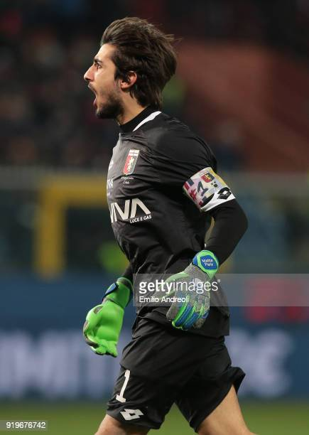 Mattia Perin of Genoa CFC celebrates during the serie A match between Genoa CFC and FC Internazionale at Stadio Luigi Ferraris on February 17 2018 in...