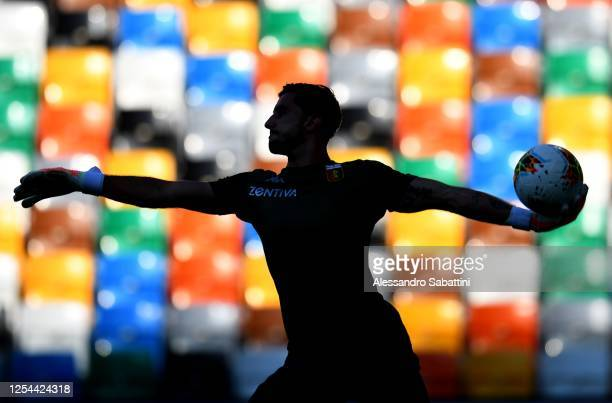 Mattia Perin of Genoa CFC warms up before the Serie A match between Udinese Calcio and Genoa CFC at Stadio Friuli on July 05, 2020 in Udine, Italy.