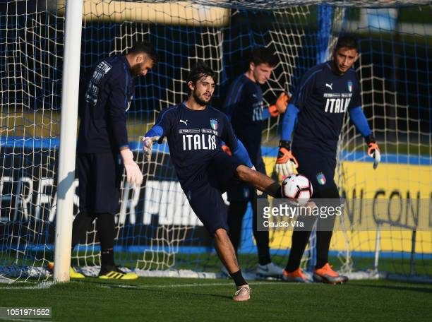 Mattia Perin of Italy in action during a Italy training session at Centro Tecnico Federale di Coverciano on October 12 2018 in Florence Italy