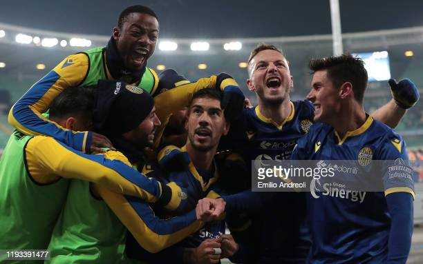 Mattia Zaccagni of Hellas Verona celebrates his goal with his teammates during the Serie A match between Hellas Verona and Genoa CFC at Stadio...