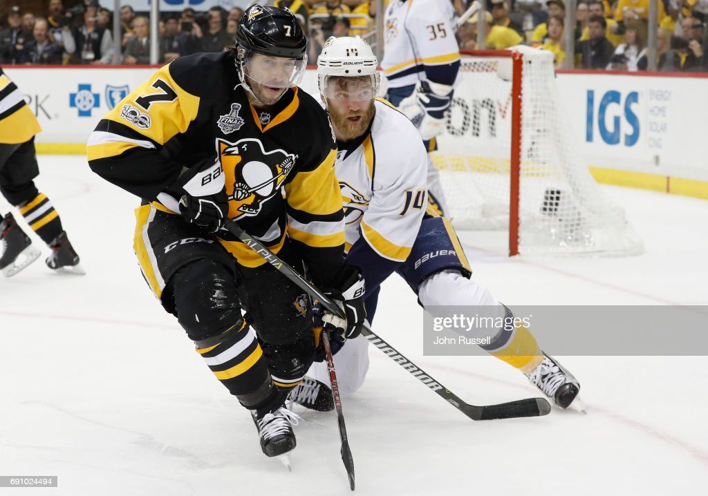 Mattias Ekholm #14 of the Nashville Predators and Matt Cullen #7 of the Pittsburgh Penguins battle for the puck during the second period of Game Two of the 2017 NHL Stanley Cup Final at PPG Paints Arena on May 31, 2017 in Pittsburgh, Pennslyvannia.