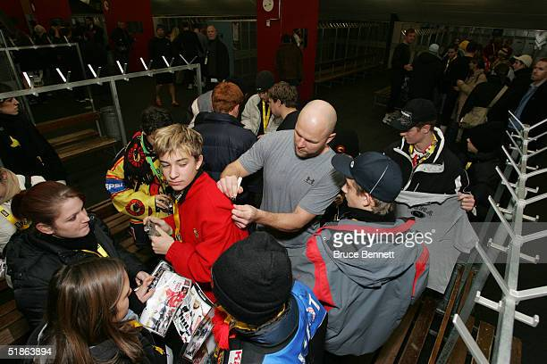 Mattias Norstrom of the Primus Worldstars signs autographs just prior to their game against SC Bern on December 15, 2004 at Bern Arena in Bern...