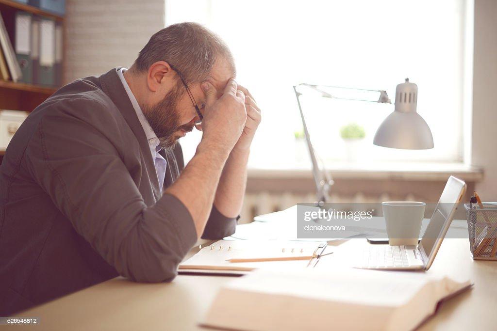 中年の男性動作オフィスの : ストックフォト