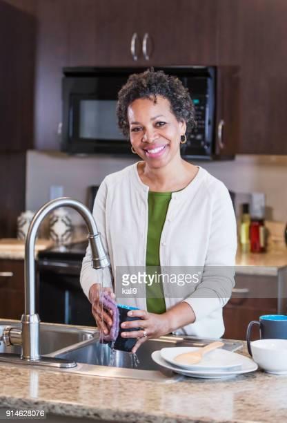 30 Hochwertige Africanamerican Woman Kitchen Bilder Und