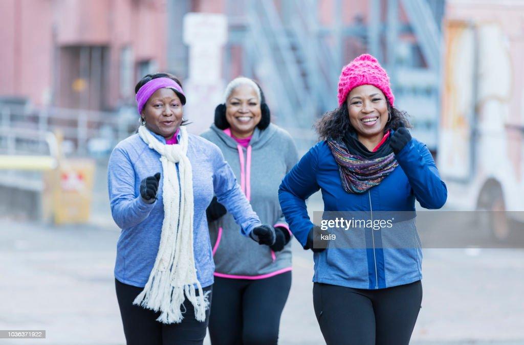 Ältere afrikanisch-amerikanischen Frauen in der Stadt, die Ausübung : Stock-Foto