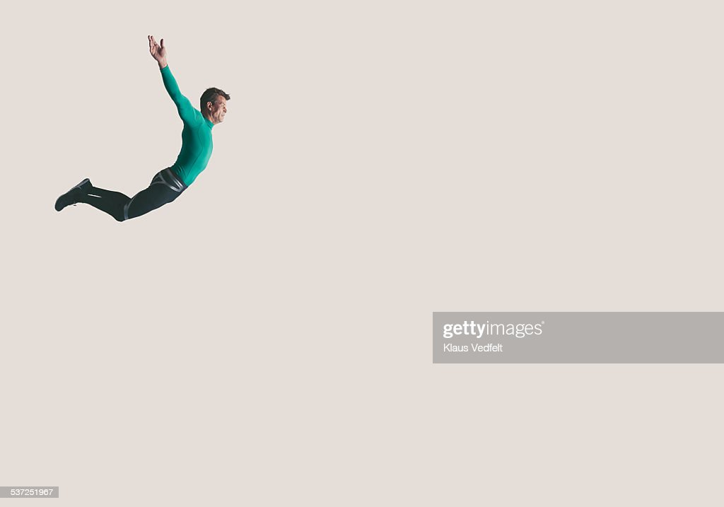 Mature athlete hanging in the air : Stock Photo