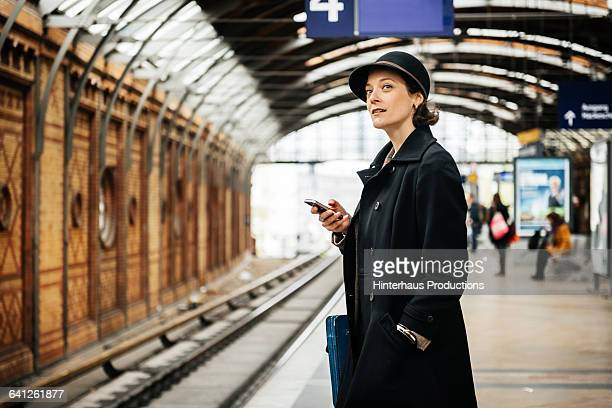 mature bsuineswoman waiting for train - railroad station platform stock pictures, royalty-free photos & images