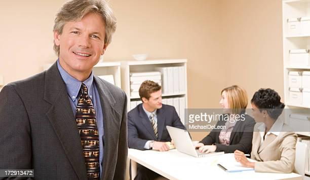 成熟したビジネスマンリーダー