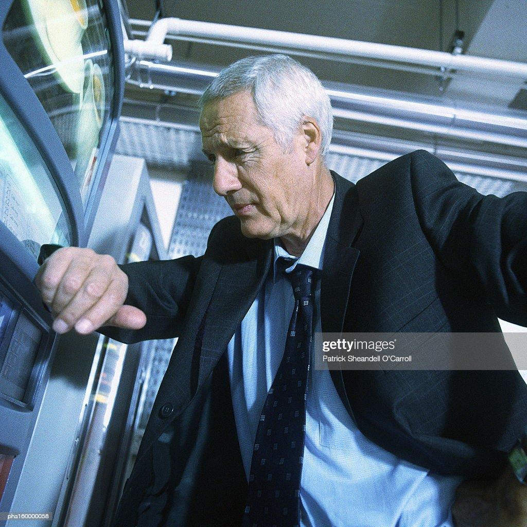 Mature businessman looking thoughtful, portrait. : Stockfoto