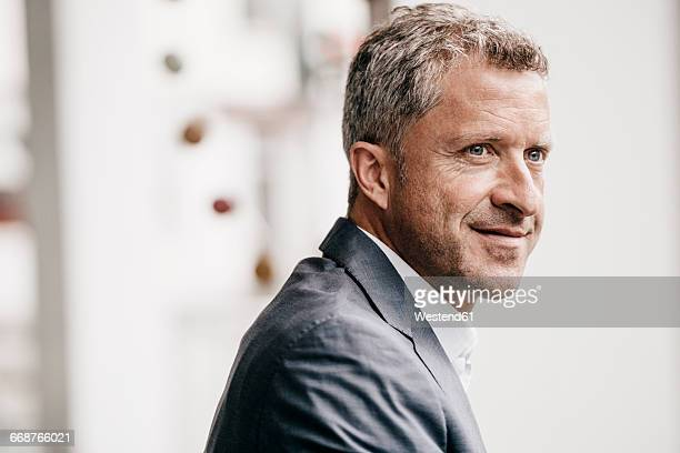 mature businessman, portrait - gelassene person stock-fotos und bilder