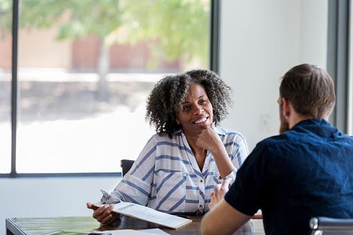 Mature businesswoman talks withe male colleague 1181008255