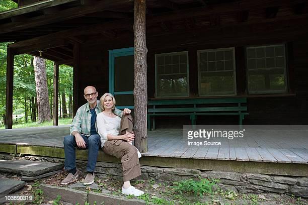 Älteres Paar im ländlichen Rückzugsort