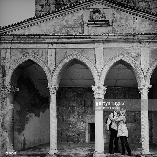 mature couple embracing - estremadura stock-fotos und bilder