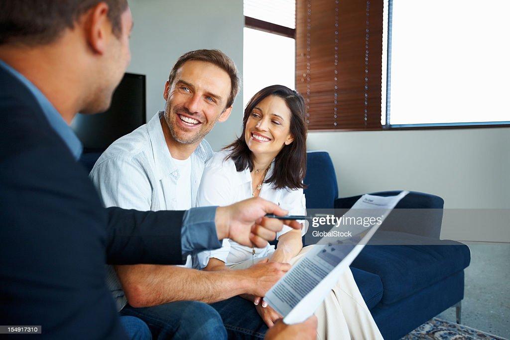 Älteres Paar immer Investitionen empfehlen : Stock-Foto