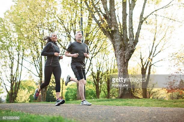 Mature Couple de Faire du jogging en plein air