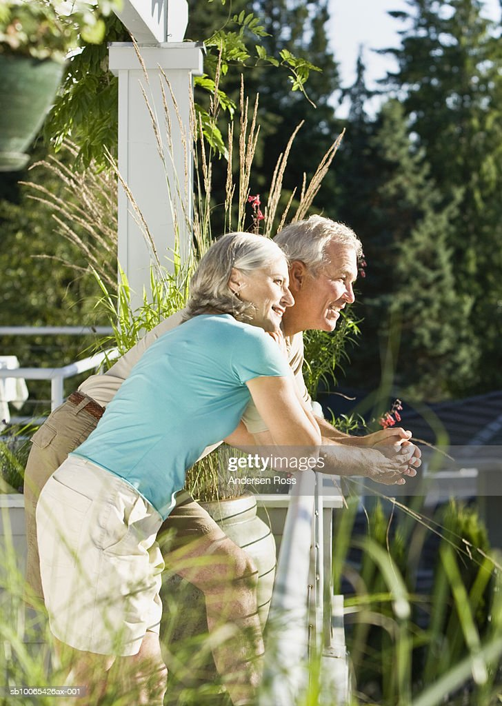 Mature couple on porch in sun : Foto stock