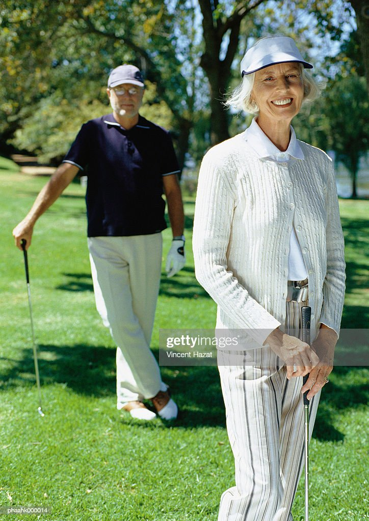 Mature couple playing golf : Stockfoto