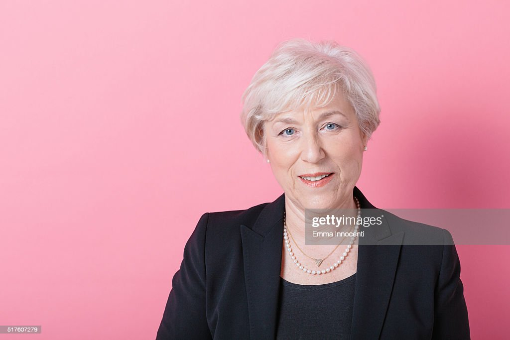 Mature elegant woman with platinum hair : Foto de stock