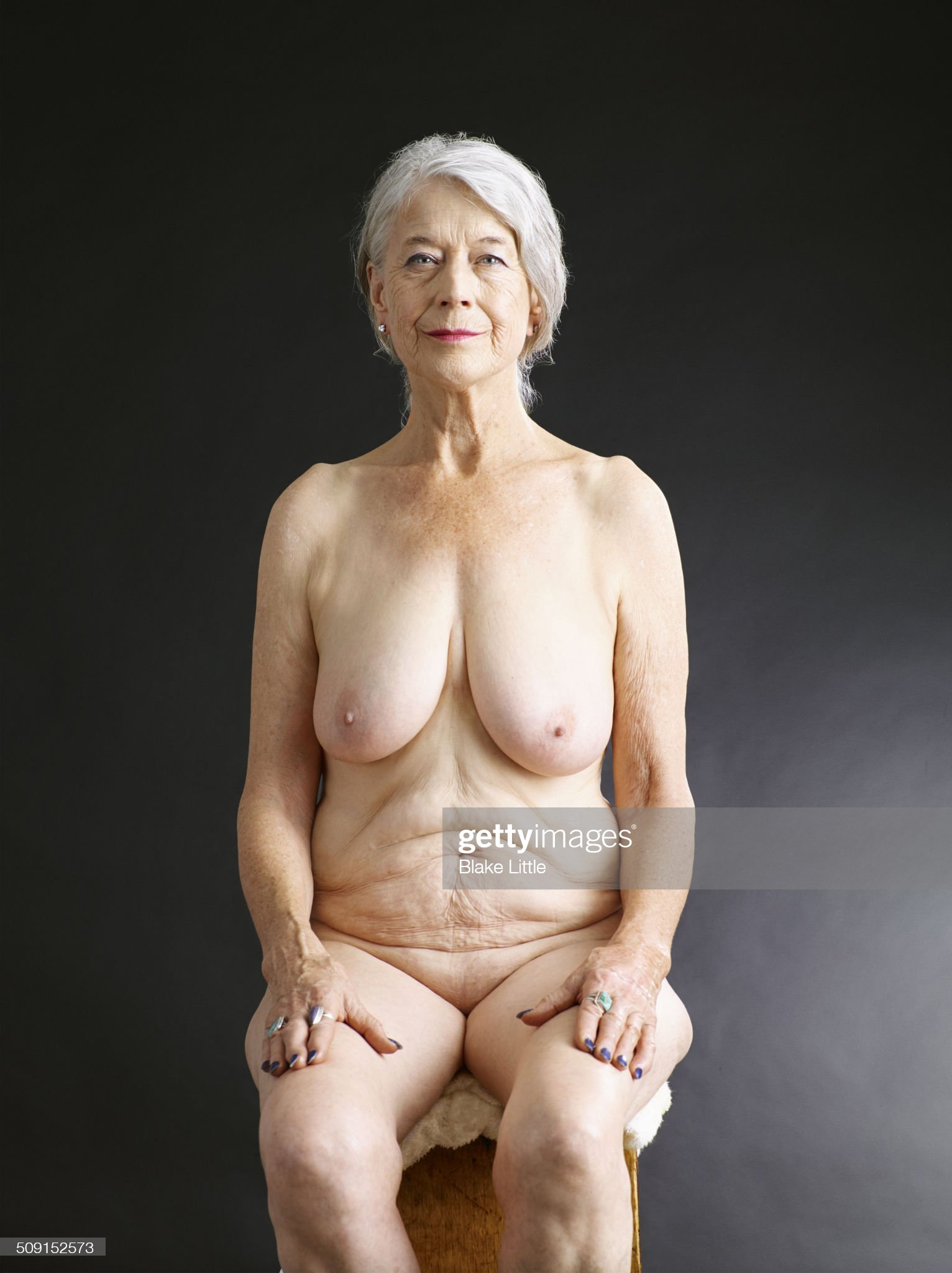 Mature female nude seated studio : Photo