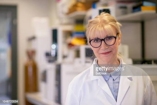 mature female scientist portrait - biologist stock pictures, royalty-free photos & images