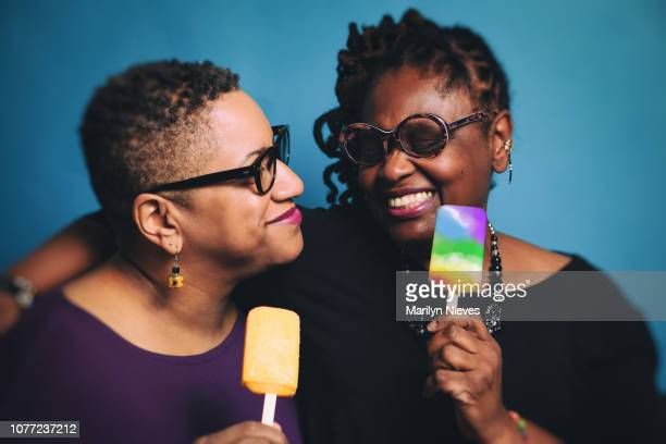 mature fun lesbian couple - lesbica foto e immagini stock