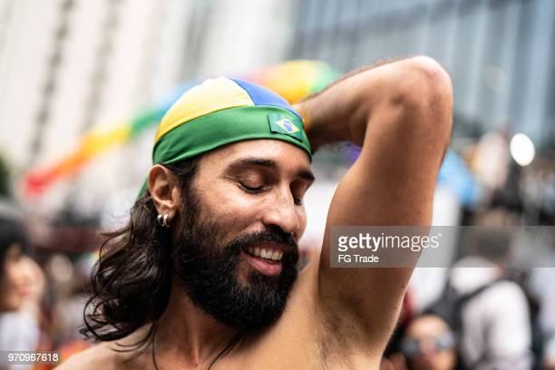 Hombre maduro Gay en el Gay Parade