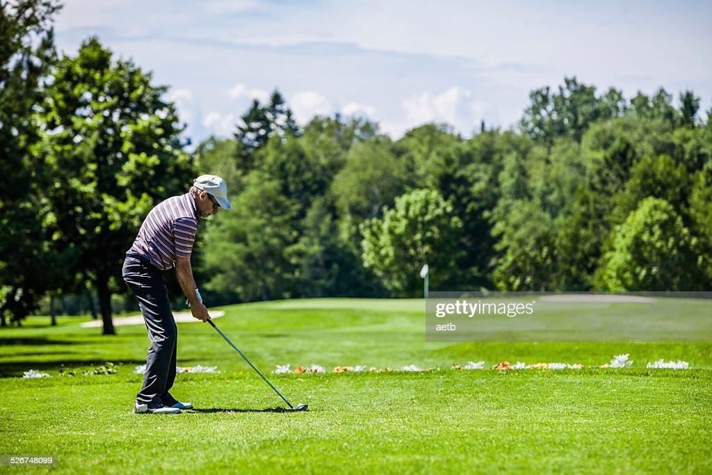 ゴルフのアドレスを決める!前傾姿勢の取り方